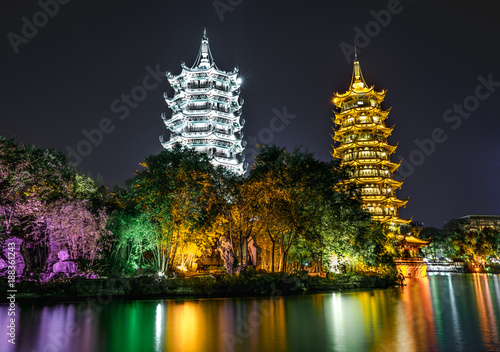 Papiers peints Guilin Guilin sun tower and moon tower