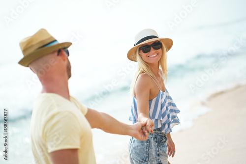 Foto Murales Romantic couple outdoors