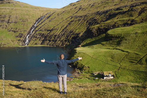 Foto Murales Man Looking at Lake in Saksun Village