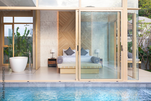 Foto Murales Luxury Interior design in bedroom of pool villa with cozy king bed. Bedroom with high raised ceiling