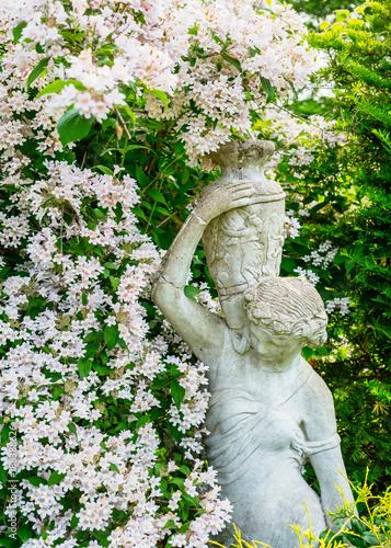 Foto Murales Statuary in a tranqual garden.