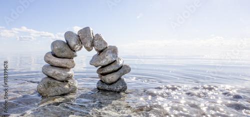 Steinbogen im Wasser - 188399678