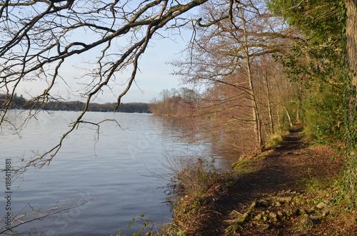 Foto Murales Sentier le long de l'Erdre, rivière de Nantes
