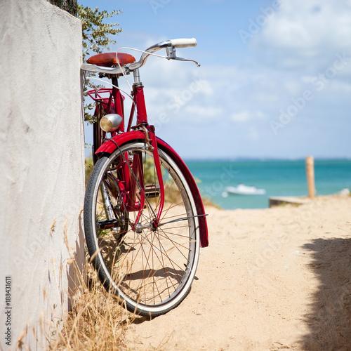 Foto Murales Plage de France au vélo rouge