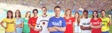 Französischer Fussball Fan im Stadion mit Gruppe internationaler Fans  - 188433615