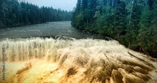 Papiers peints Rivière de la forêt Great river in forest