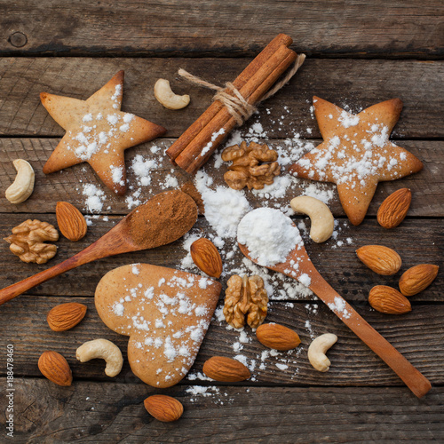 Foto Murales Biscuits and nuts on a wooden background
