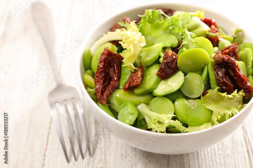 Foto Murales broad bean salad on wood background