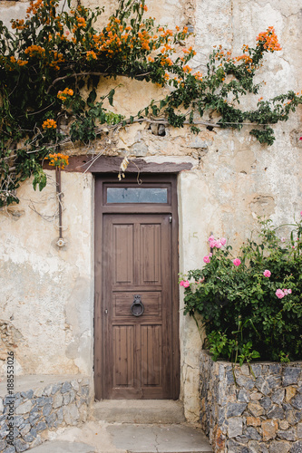 Foto Murales old door wood stone texture