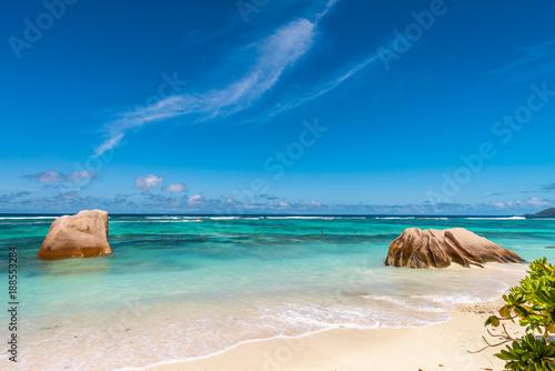 Foto Murales Isolated rocks on a beautiful ocean beach