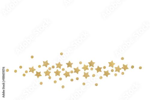 Złoto gwiazdy papier ciie na białym tle - odosobnionym