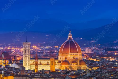 Papiers peints Florence Florence et le Duomo la nuit, Toscane en Italie
