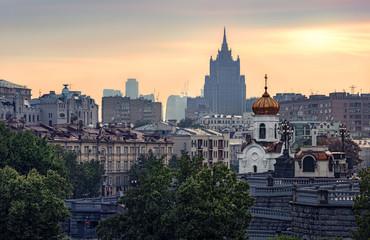 Москва. Хамовники. Вид с Патриаршего моста. Летний закат в теплых тонах