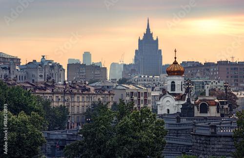 Staande foto Moskou Москва. Хамовники. Вид с Патриаршего моста. Летний закат в теплых тонах