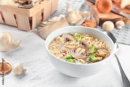 Aluminium Kruiden 2 Bowl with mushroom soup on table