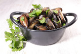 mussel and parsley - 188703209