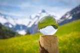 Blick in die Zukunft - Kristallkugel mit Spiegelung der Alpen - 188735468
