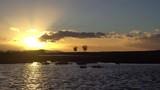 coucher de soleil derrière un nuage , avec un étang, des arbres et une voiture - 188751881
