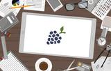 Schreibtisch mit Tablet - Trauben