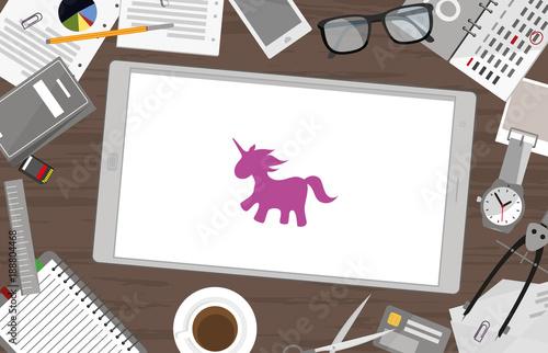 Schreibtisch mit Tablet - Einhorn