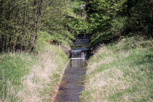 Fotobehang Weg in bos Breitenbach Talsperre Zufluß