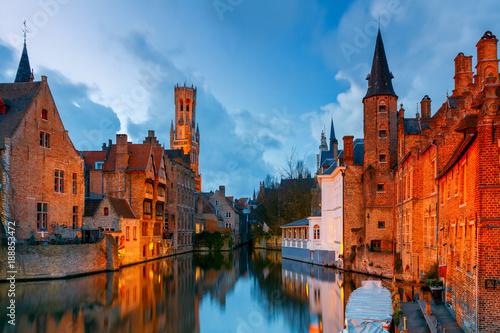 Papiers peints Bruges Brugge. Embankment of roses.