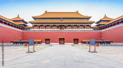 Staande foto Peking The Palace Museum (Forbidden City) in early morning. Meridian Gate. Located in Beijing, China.