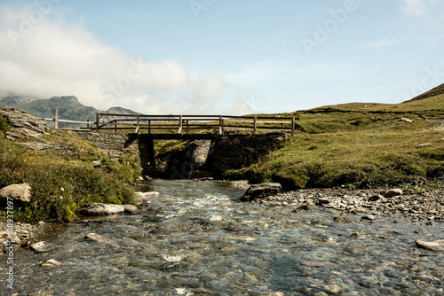 Fotobehang Bergrivier bridge across a river in an alpine scene