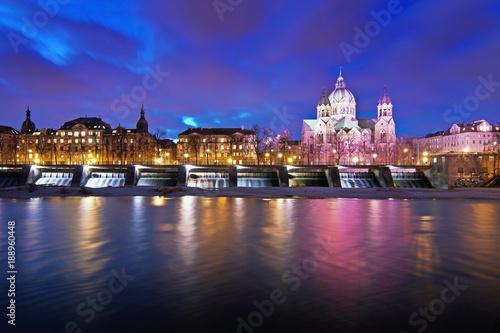 Die Isar in München am Abend © Anselm Baumgart