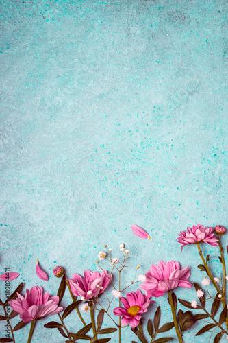 Tło wiosna kreatywnych natura. Różowe kwiaty granicy