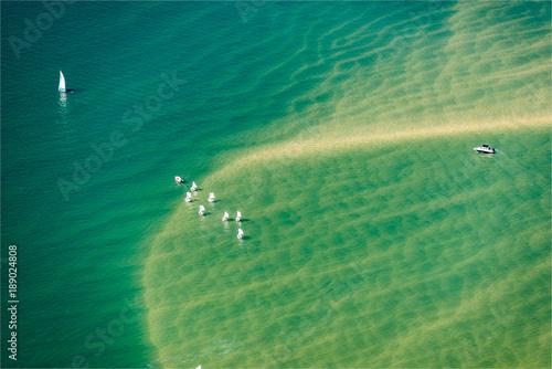 Fotobehang Olijf Vue aérienne de la mer et des fonds marins près d'Arcachon en France