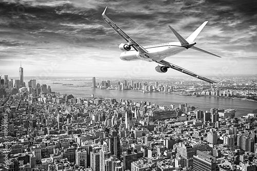 flugzeug-fliegt-uber-new-york-city