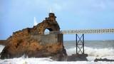 Rock of the Virgin town of Biarritz arrow wave sign - 189083826