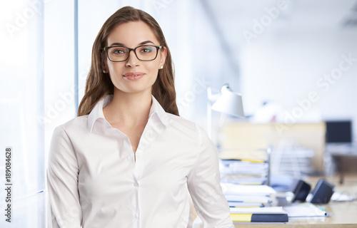 Foto Murales Confident young professional business woman portrait