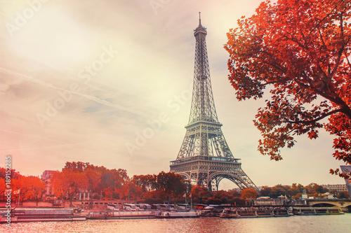Foto Murales Paris, the Eiffel Tower. Selective focus.