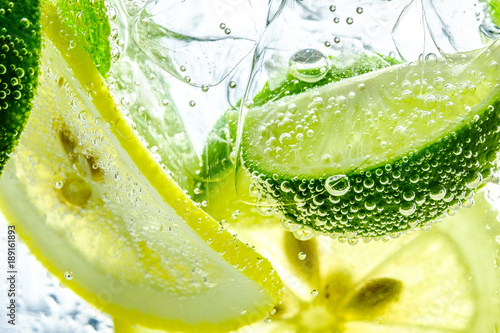 Lemon drop in fizzy sparkling water, juice refreshment - 189161893