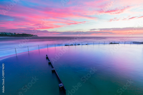 Poster Sydney Pink colorful sunrise over Bronte rock pool.