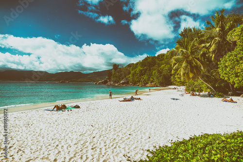 Foto op Canvas Tropical strand Beautiful tropical beach with sand, ocean and palms