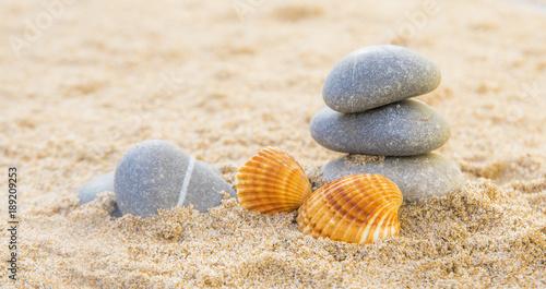 Fotobehang Zen Stenen piedras en la arena del mar