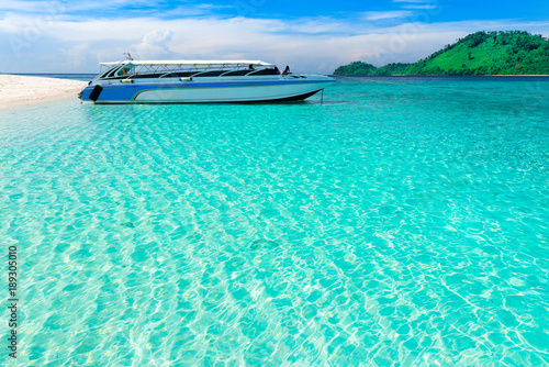 Aluminium Groene koraal Crystal clear beach in Thailand,Koh Lipe with copy space