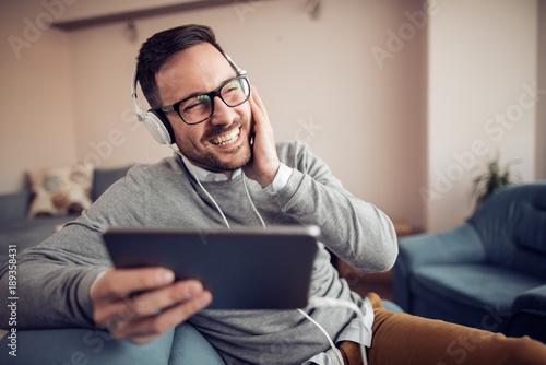 Fotobehang Muziek Listening to music