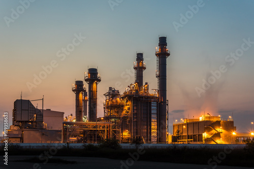 Staande foto Industrial geb. Petrochemical Industrial and power plant energy at night