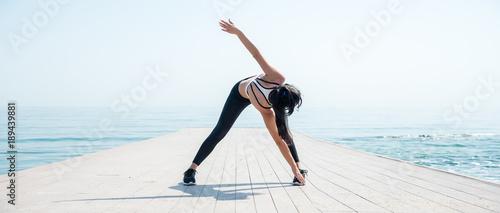 Leinwanddruck Bild Fitness Girl working out on the beach