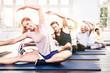 Gruppe beim Sport Gymnastik