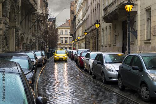 Fotobehang Smalle straatjes Budapest, Veres Pálné narrow street full of parked cars