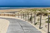 chemin de bois vers la plage - 189624075