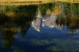 Der Gebirgszug Teton Range im Grand Teton National Park, fotografiert als Spiegelung im Snake River bei Schwabacher Landing - 189638286