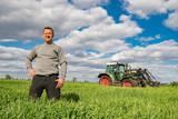 Agrarpolitik - unternehmerische Freiheit, Landwirt steht im Getreidefeld - 189662240