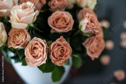 Foto Murales Beautiful bouquet of chocolate roses flowers