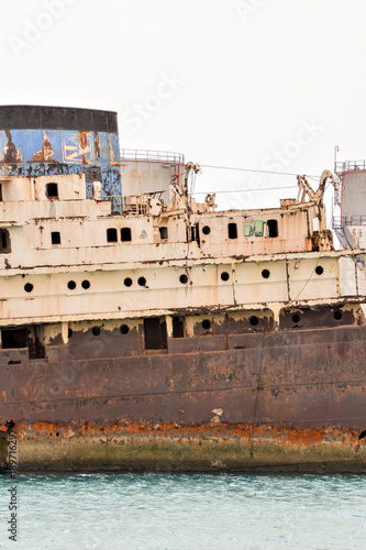 Papiers peints Naufrage Abandoned Metal Rusty Ship